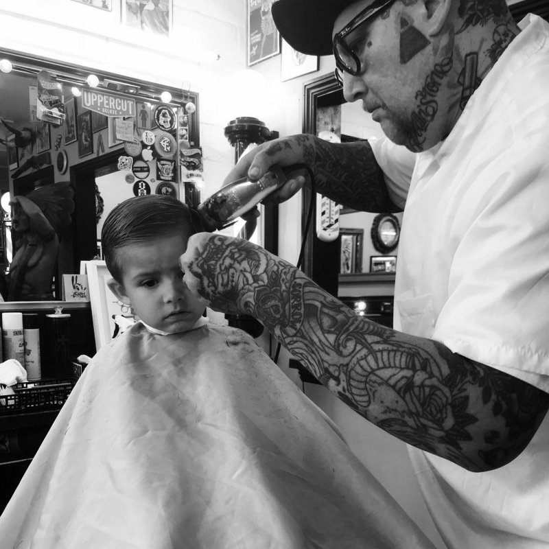 Tommy giving William a cut