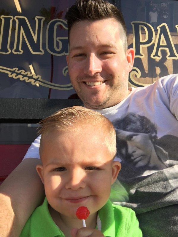 Post barbershop selfie with the dude